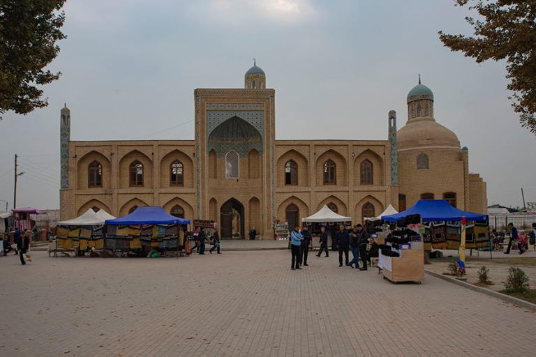 UZ_191102 Uzbekistan_0085 Namanganin Chorsu Bazaar ja Mullah Kyr
