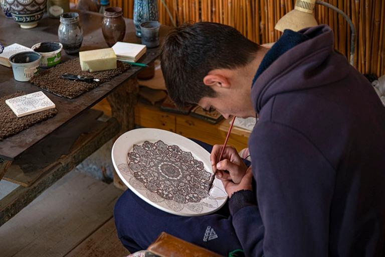 UZ_191103 Uzbekistan_0098 Rustam Usmanovin taidekeramiikkapaja R