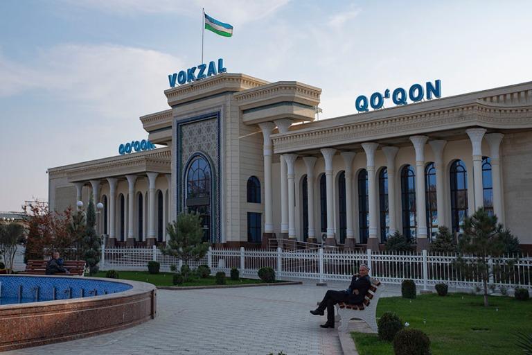 UZ_191103 Uzbekistan_0422 Kokandin rautatieasema Ferganan laakso