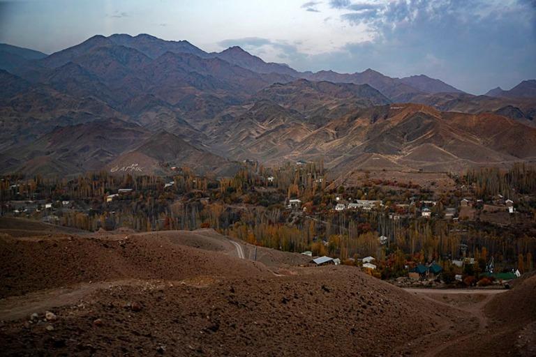 UZ_191103 Uzbekistan_0499 Läntistä Tienšanin vuoristoa Fergan