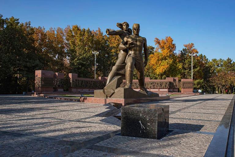 UZ_191106 Uzbekistan_0187 Taškentin maanjäristyksen muistomerk
