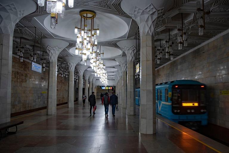 UZ_191106 Uzbekistan_0341 Taškentin Mustaqilliq Maidonin metroa