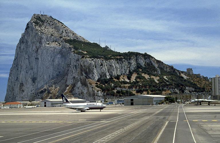 GI038614 Gibraltar Lento- ja maantieliikenteen tasoristeys
