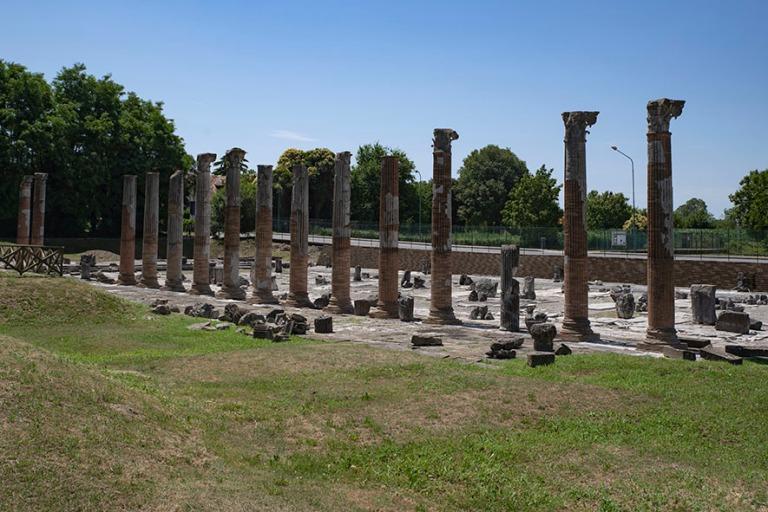IT_190704 Italia_0016 Aquileian arkeologinen alue Friuli-Venezia