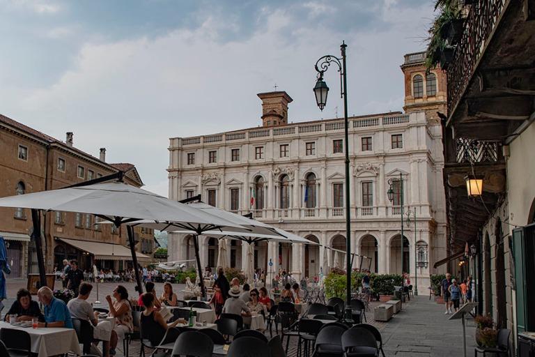 IT_190706 Italia_0247 Bergamon Piazza Vecchia Lombardiassa