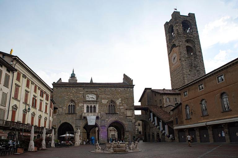 IT_190706 Italia_0253 Palazzo della Ragione ja Campanone (Torre