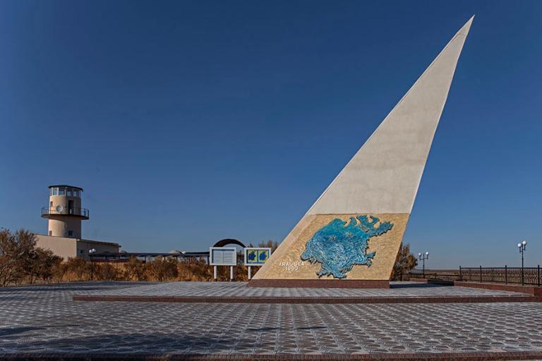 UZ_191105 Uzbekistan_0374 Mojnaqin Araljärven muistomerkki Kara