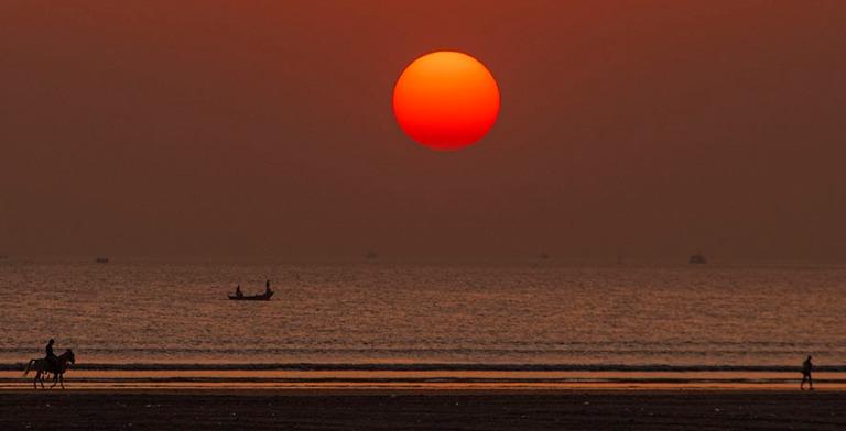 PK_200123 Pakistan_0572 Auringonlasku Karachin Clifton Beachill