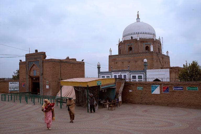 PK_200128 Pakistan_0192 Sheikh Bahauddin Zakariyan mausoleumi Mu