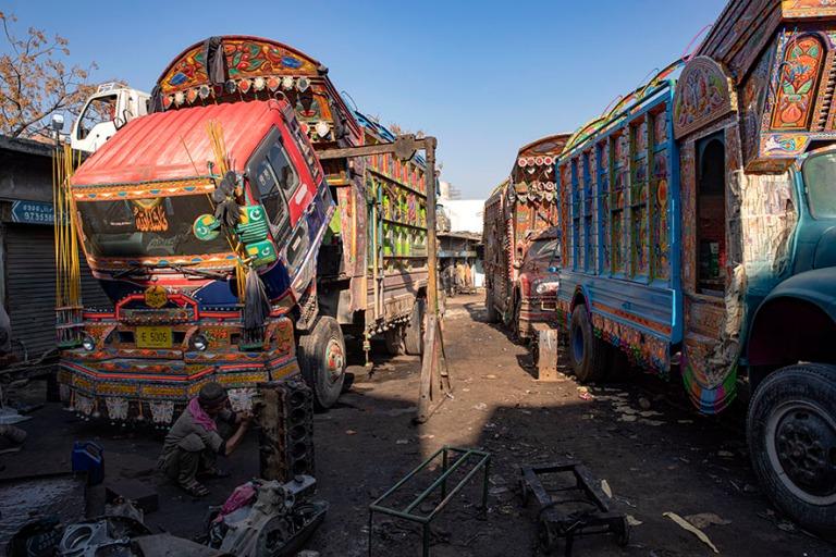 PK_200201 Pakistan_0295 Kuorma-autojen koristemaalaamo Islamabad