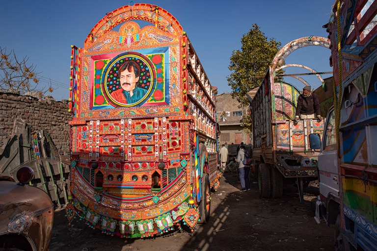 PK_200201 Pakistan_0332 Kuorma-autojen koristemaalaamo Islamabad