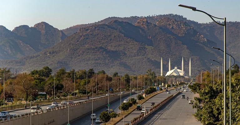 PK_200201 Pakistan_0350 Islamabadin Faisal Avenue moskeijalle ja