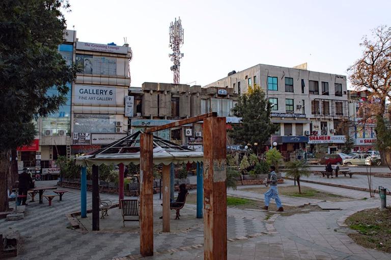 PK_200201 Pakistan_0367 Islamabadin keskustan ostosaluetta