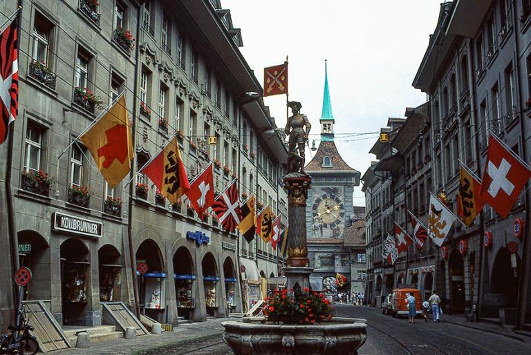 CH017823 Sveitsi Bernin Marktgasse 1983