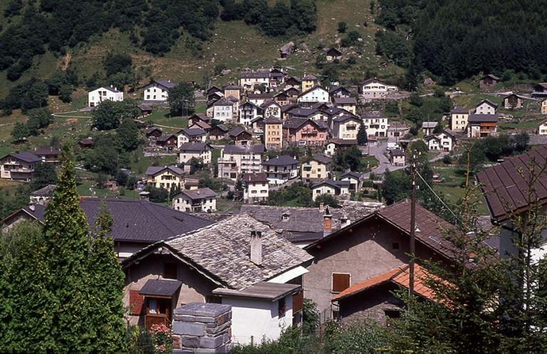 CH052717 Sveitsi Kylä Graubündenissä 1989