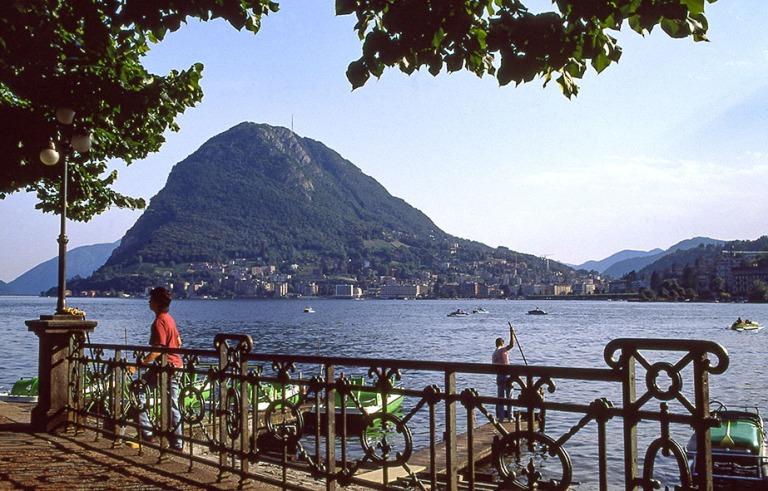 CH052721 Sveitsi Luganonjärvi Luganossa Ticinossa 1989
