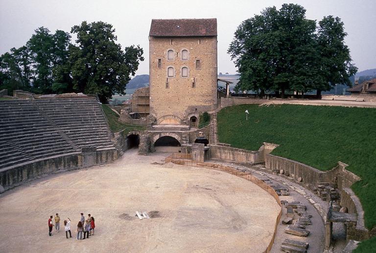 CH111937 Sveitsi Avenches´n roomalainen amfiteatteri Vaudin kan