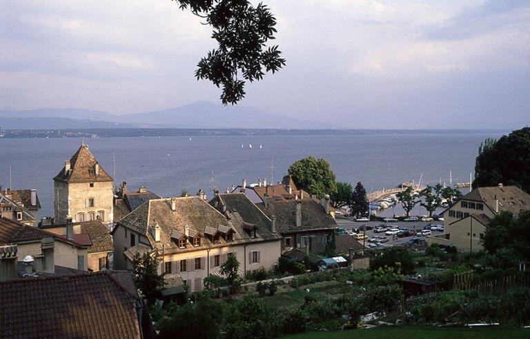 CH112207 Sveitsi Nyon Genevenjärven rannalla Vaudin kantonissa