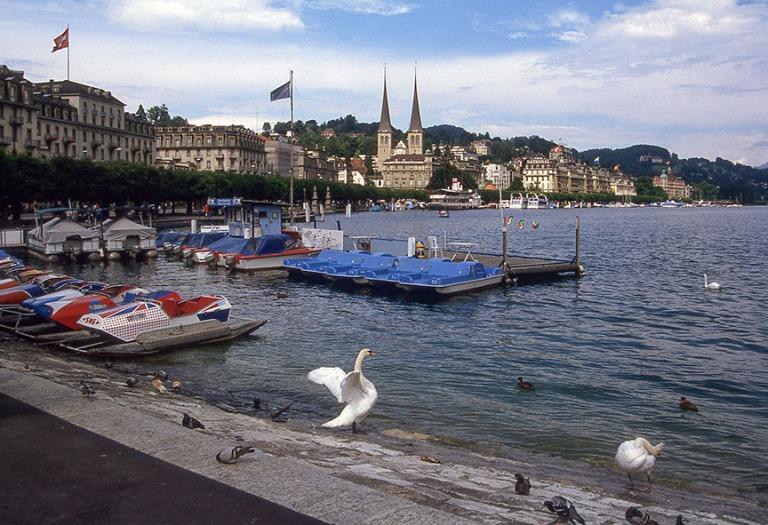 CH281319 Sveitsi Vierwaldstättersee Luzernissa1997