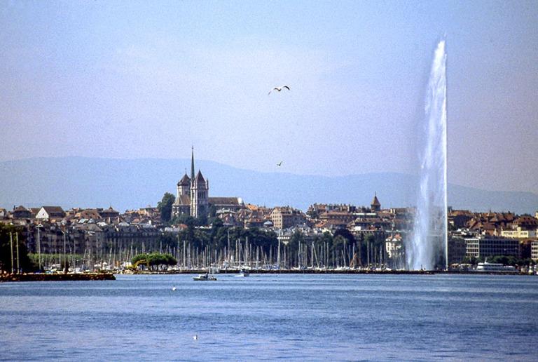 CH282210 Sveitsi Genevenjärvi Genevessä 1997
