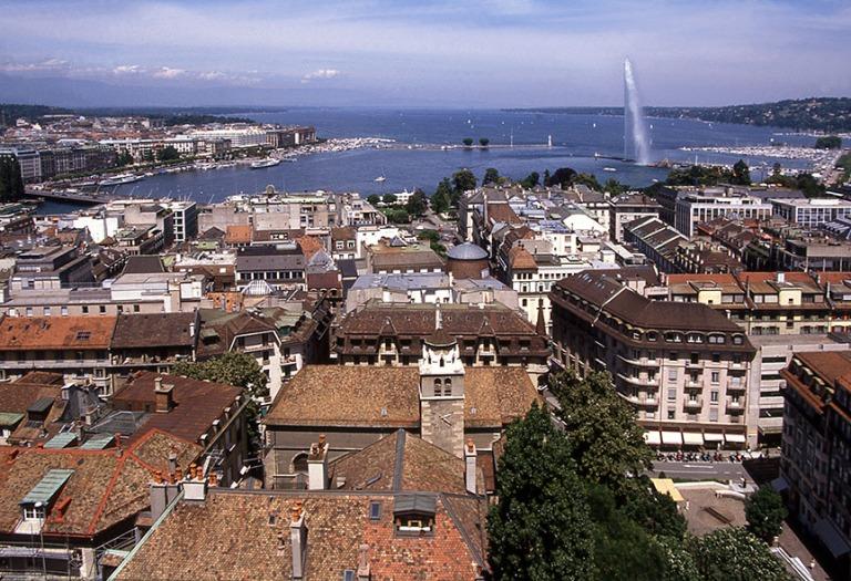 CH282326 Sveitsi Geneven panoraama katedraalin tornista järvell