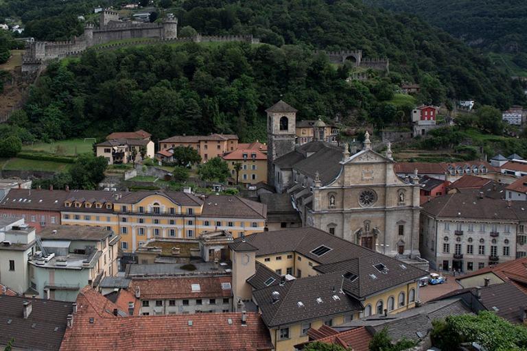 CH_190707 Sveitsi_0029 Bellinzonan panoraamaa Castelgrandelta Ti