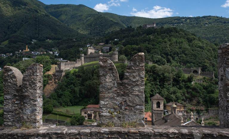 CH_190707 Sveitsi_0047 Bellinzonan panoraamaa Castelgrandelta Ti