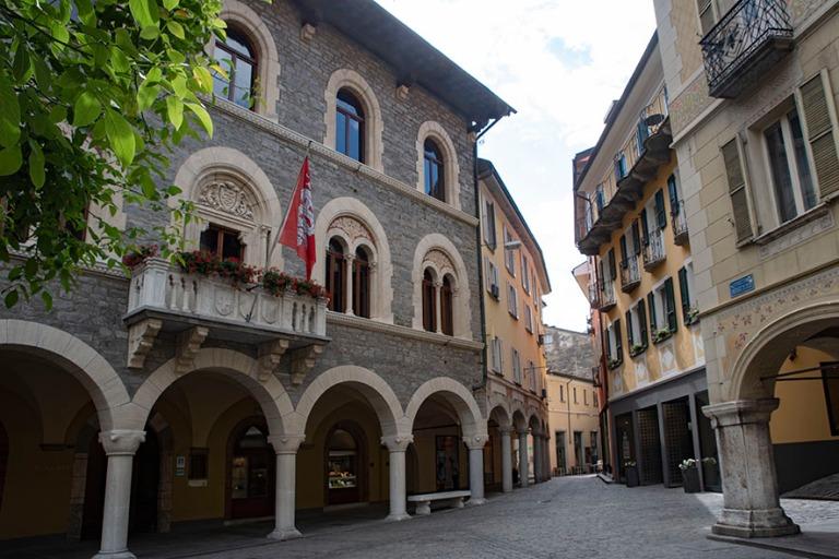 CH_190707 Sveitsi_0151 Bellinzonan Piazza Nosetto Ticinossa
