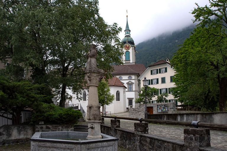 CH_190709 Sveitsi_0066 Altdorfin Pfarrkirche St. Martin Urin kan