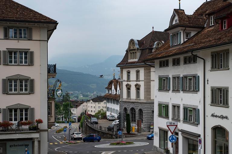 CH_190709 Sveitsi_0090 Schwyzin kaupungin Hauptplaz