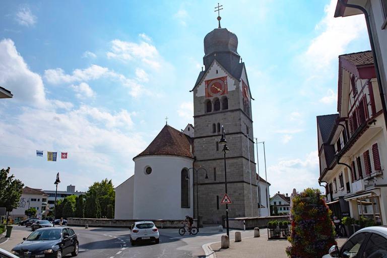 CH_190709 Sveitsi_0140 Baaren katolinen Pyhän Martinin kirkko