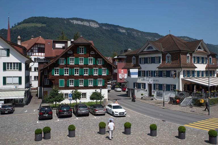 CH_190710 Sveitsi_0067 Stansin Dorfplatz Nidwaldenin kantonissa