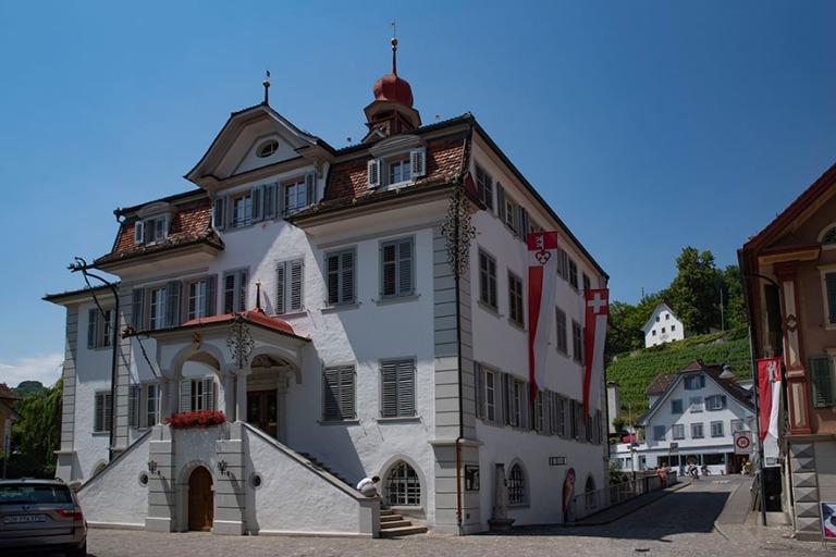 CH_190710 Sveitsi_0098 Sarnenin raatihuone (1729-32) Obwaldenin