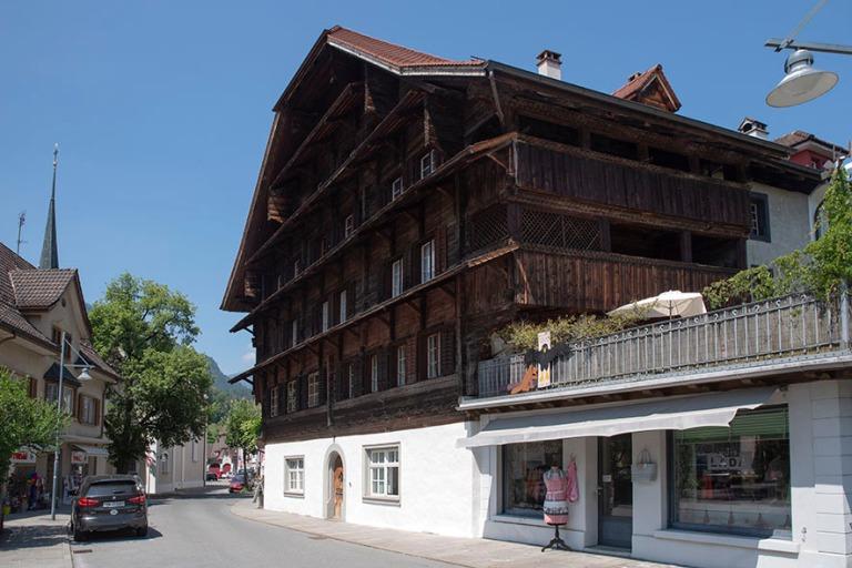 CH_190710 Sveitsi_0138 Sarnenin Haus am Grund Obwaldenin kantoni