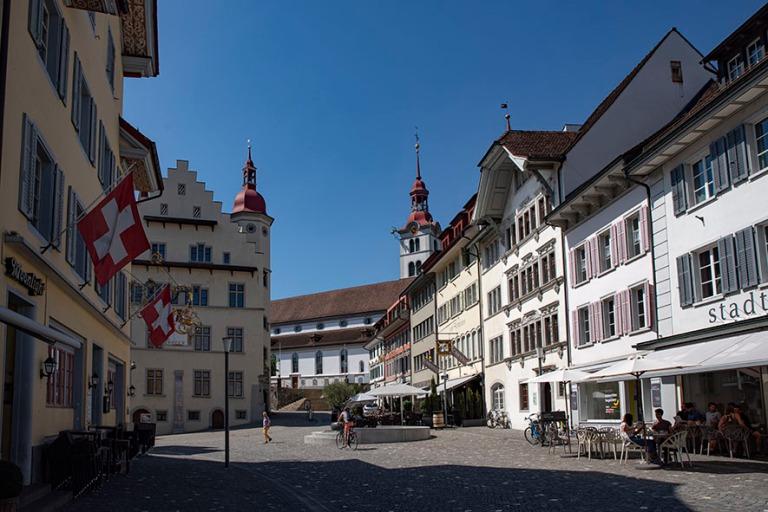 CH_190710 Sveitsi_0170 Surseen Rathausplatz Luzernin kantonissa