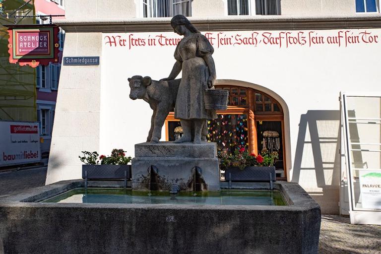 CH_190710 Sveitsi_0246 Suihkulähde Zofingenin vanhan kaupungin