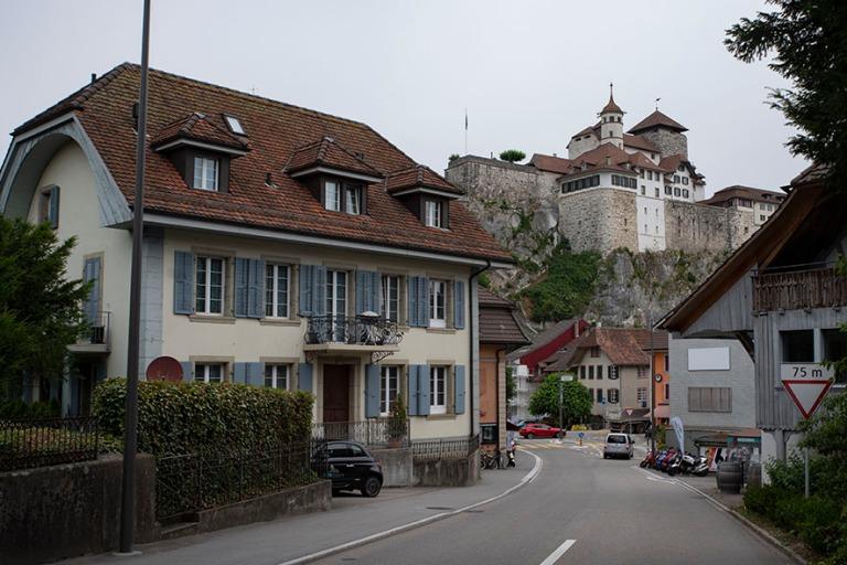 CH_190711 Sveitsi_0008 Aarburgin linna kaupungin yllä Aargaun k