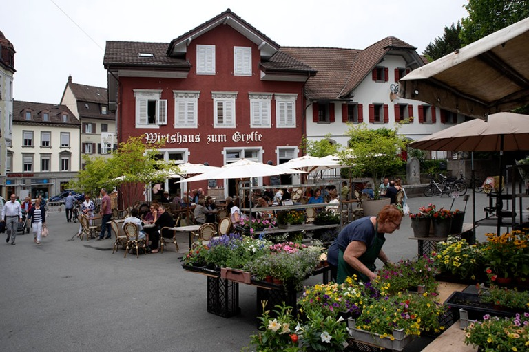 CH_190711 Sveitsi_0038 Oltenin Munzingerplatz Solothurnin kanton