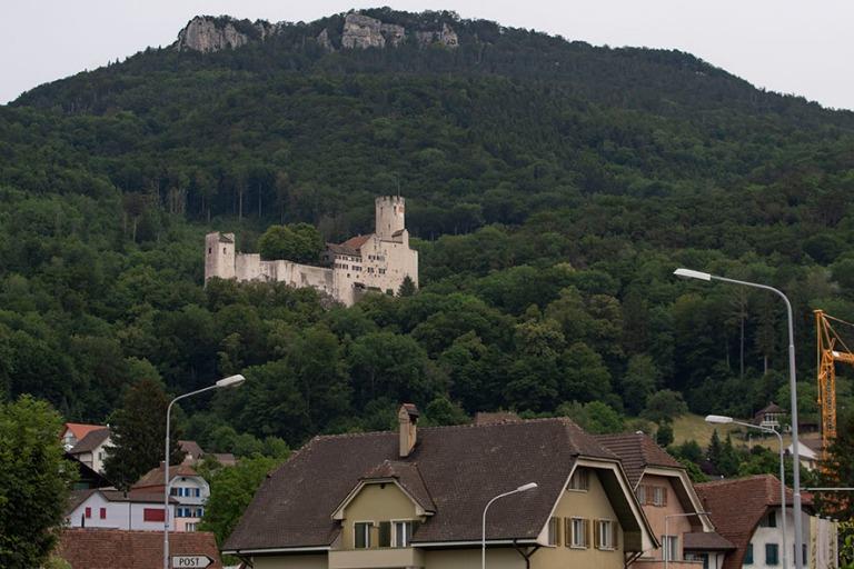 CH_190711 Sveitsi_0089 Neu-Bechburgin linna Oensingenin kylän y