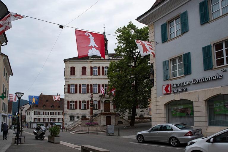 CH_190711 Sveitsi_0129 Delémontin kaupungintalo Juran kantoniss