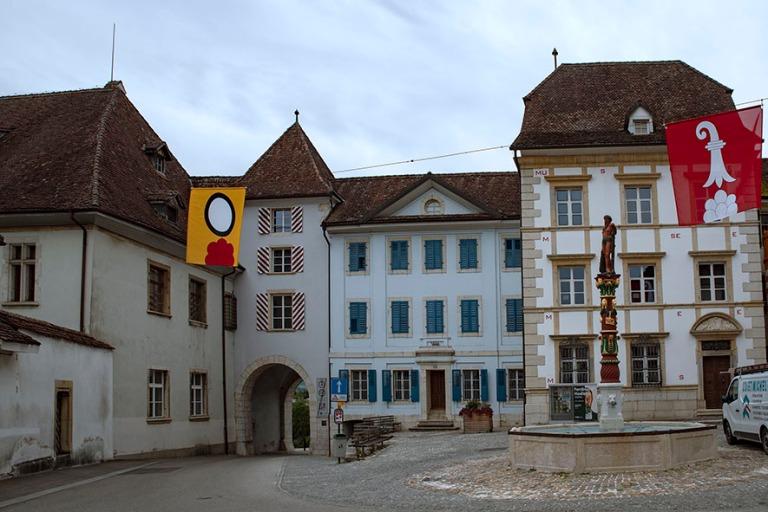 CH_190711 Sveitsi_0142 Delémontin vanhan kaupungin Porte de Por