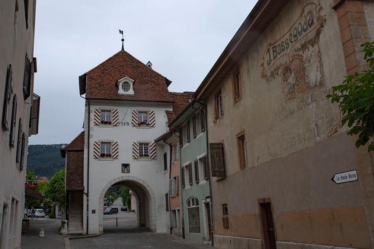 CH_190711 Sveitsi_0168 Delémontin Porte au Loup (1775) Juran ka