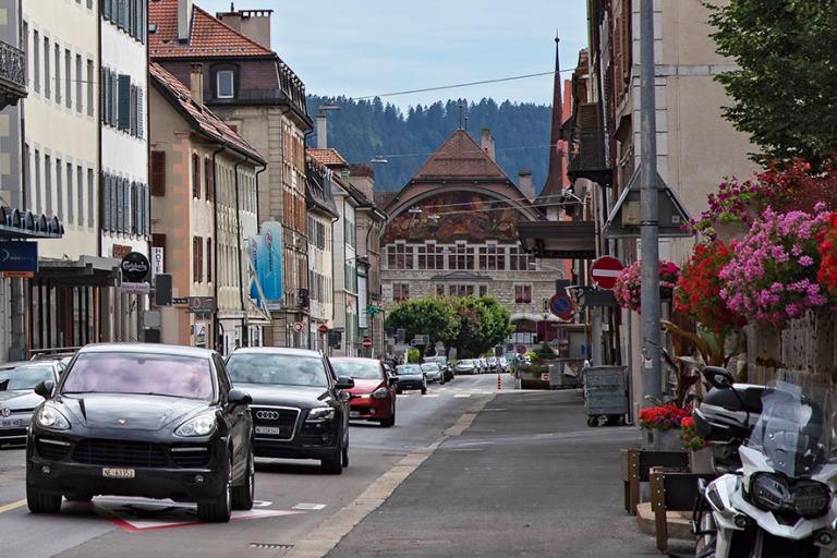CH_190711 Sveitsi_0332 Le Loclen Avenue de l'Hôtel de ville kau