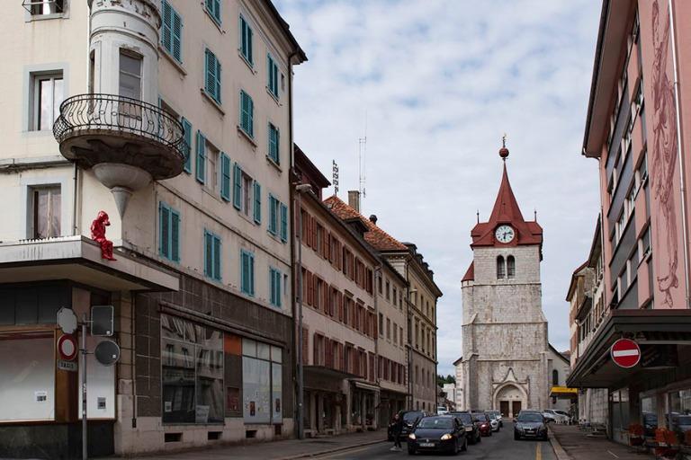 CH_190711 Sveitsi_0341 Le Loclen Rue du Temple reformistikirkoll