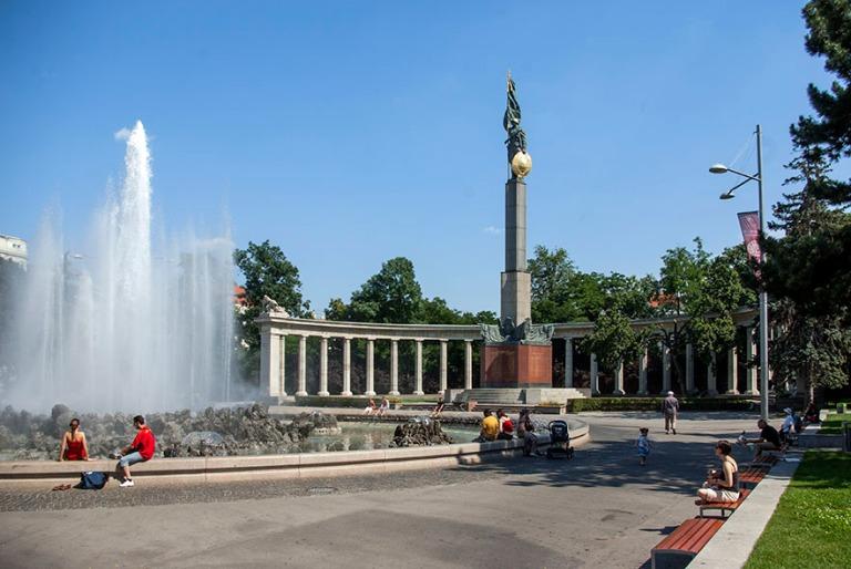 AT_080622 201 Itävalta Wienin Neuvostoarmeijan muistomerkki Hel