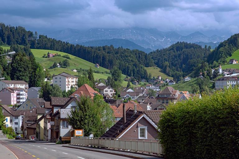 CH_190714 Sveitsi_0294 Kylämaisemaa Appenzell Ausserrhodenin ka