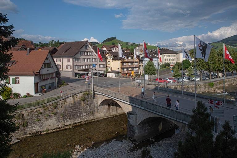 CH_190714 Sveitsi_0379 Appenzellin Gaiserstrassen silta Appenzel