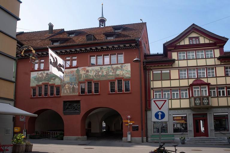 CH_190714 Sveitsi_0389 Appenzellin raatihuone ja museo Appenzell