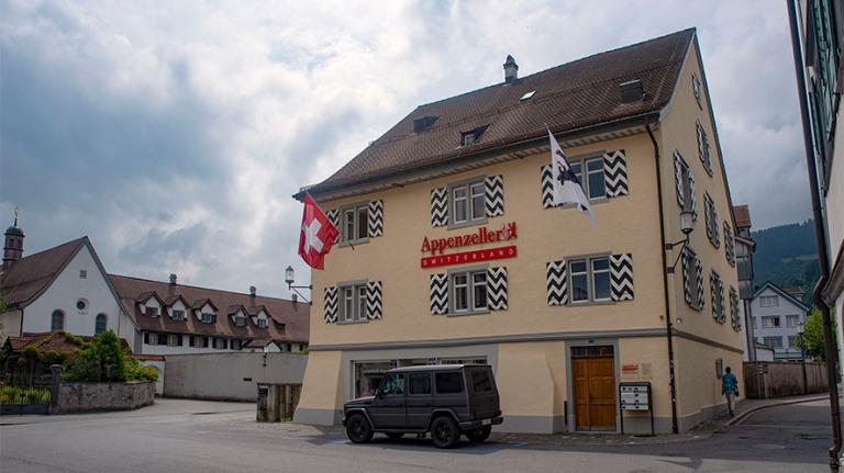 CH_190715 Sveitsi_0038 Appenzellin Postplatz Appenzell Innerrhodenin kantonissa