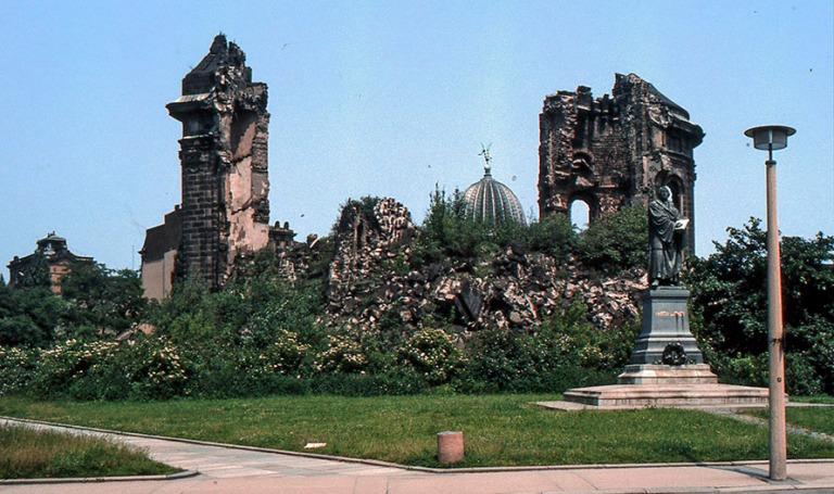 DE028319 Saksa Dresdenin Frauenkirchen rauniot 1986